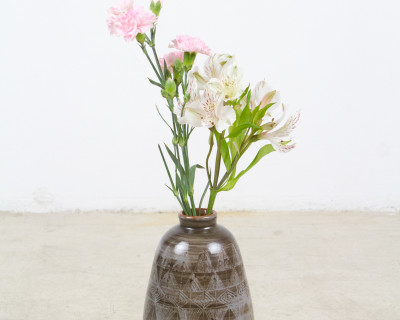 Brown White Feather Design Vase