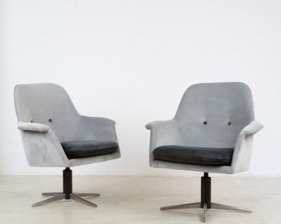 Freshly Upholstered Velvet Spinning Chair from 1978
