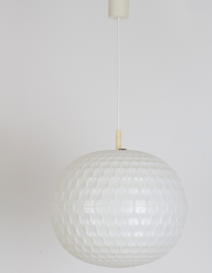 Large Globe Pendant in White Vynil, 1970s -1